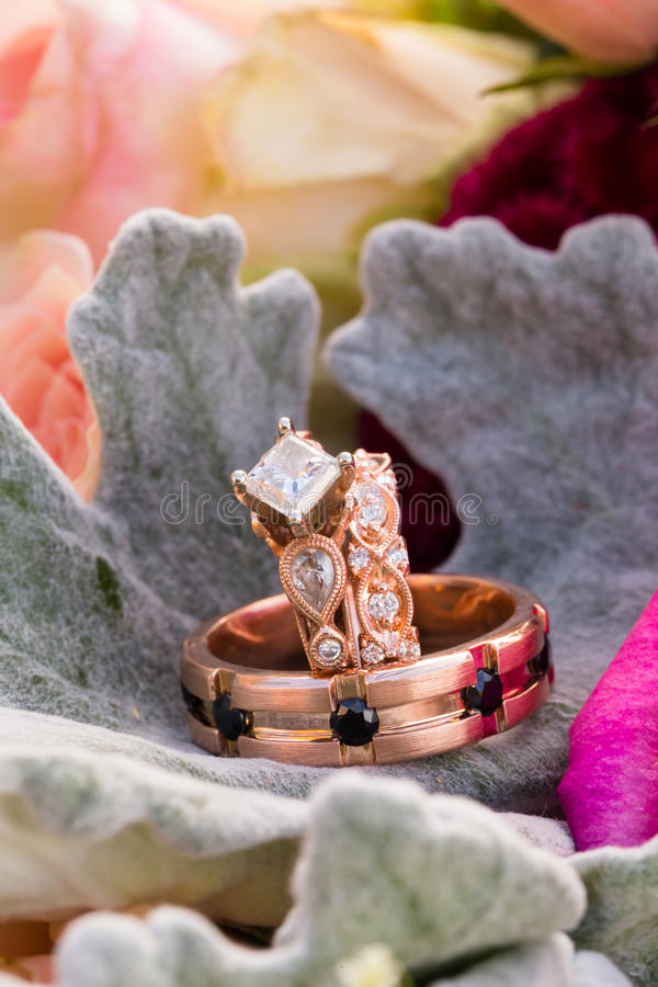 Kundenspezifische Rose Gold Wedding Rings Jewelry lizenzfreie stockfotografie