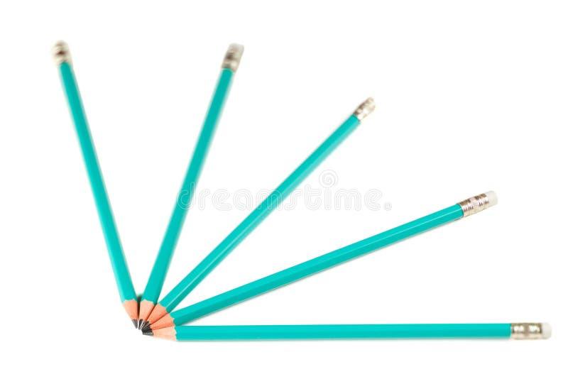 Kundenspezifischer Fokus auf dem grünen Bleistift Makro auf Weiß stockbilder
