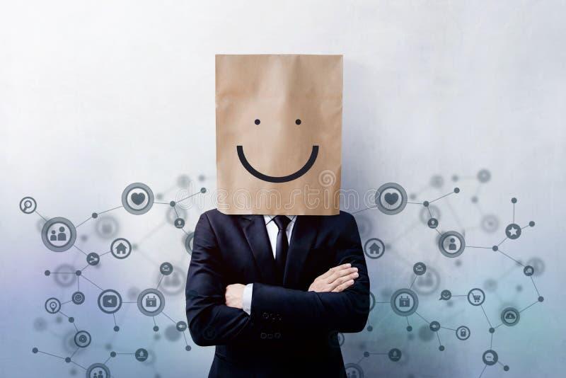 Kunderfarenhetsbegrepp, stående av den lyckliga affärsmannen Clien royaltyfri fotografi