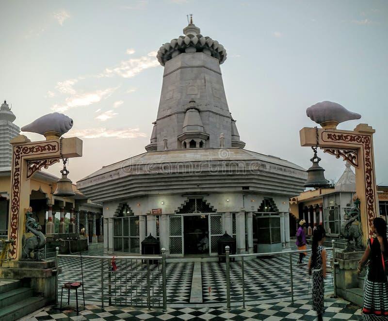 Kundeshwar寺庙全景 免版税库存照片