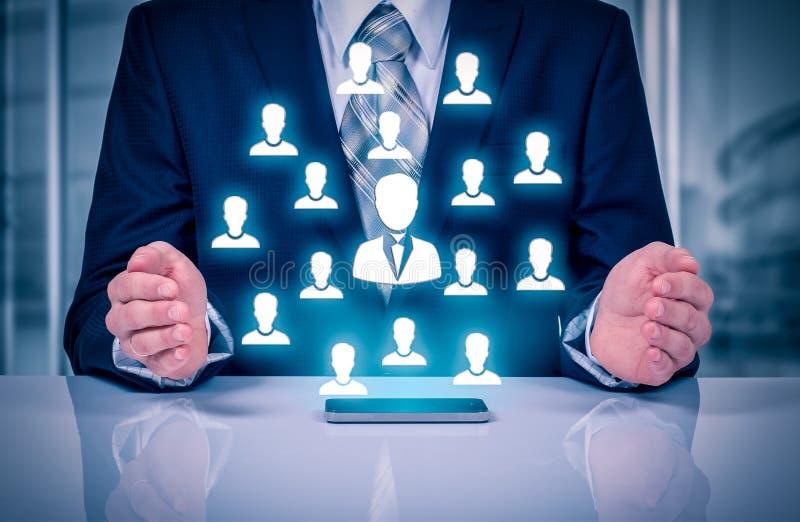 Kundomsorg, försäkring, omsorg för anställda, personalresurser, anställningbyrå och marknadsföringssegmenteringbegrepp Ledaremana royaltyfri bild