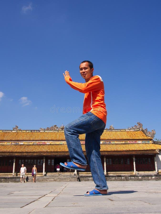 Kung Fu akcja przy odcienia imperiału pałac Podróż w odcienia mieście, Vietn fotografia stock