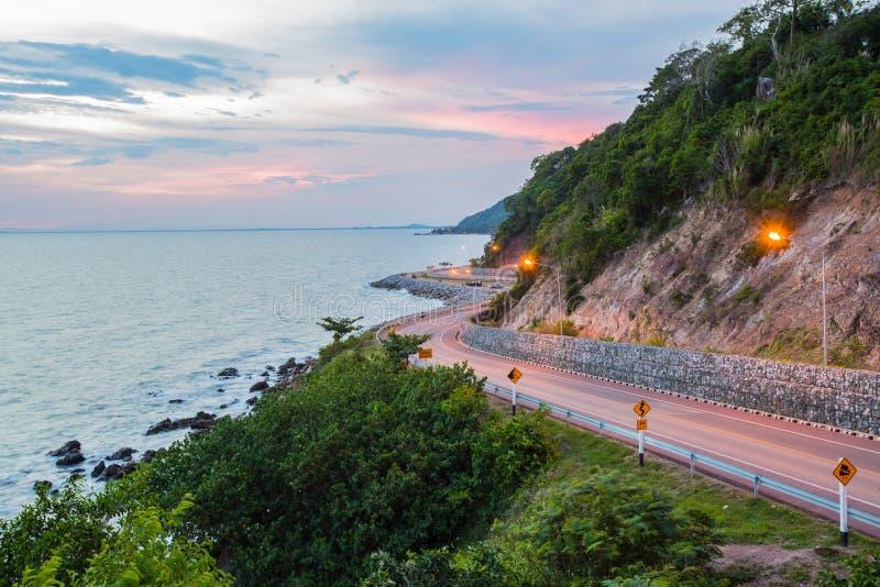 Kung kraben uma estrada bonita à praia é uma atração principal fotos de stock