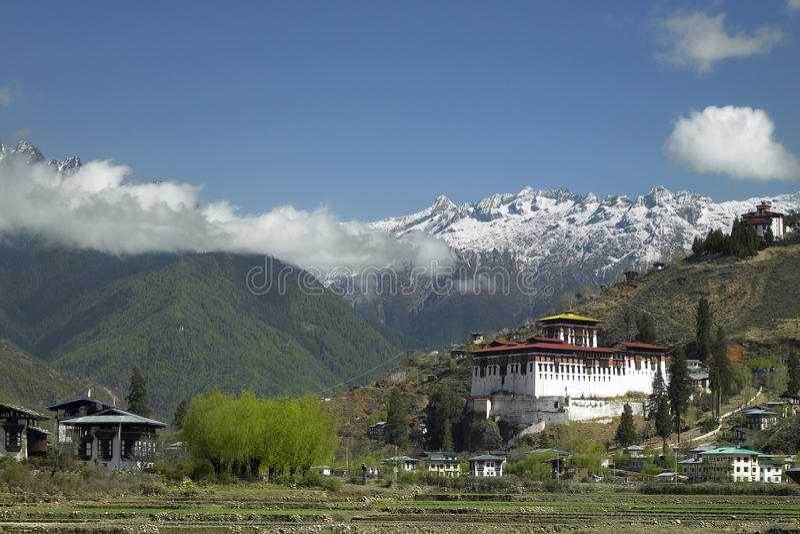 Kungarike av Bhutan - Paro Dzong - Himalayas royaltyfria foton