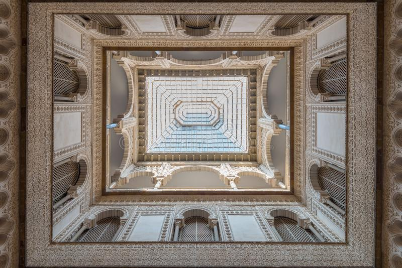 Kunglig Alcazar för tak och för garnering, Sevilla royaltyfri fotografi