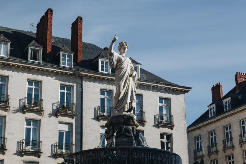 Kunglig fyrkant med springbrunnen i den Nantes staden i Frankrike arkivbild