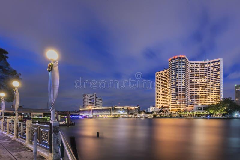 Kunglig orkidé Sheraton Hotel & torn, Bangkok, Thailand royaltyfri fotografi