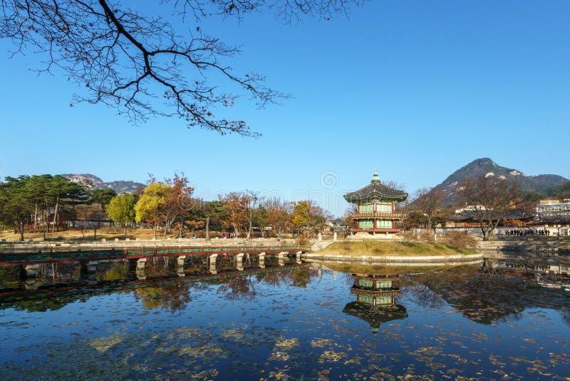 Kunglig paviljong i den Gyeongbokgung slotten Sydkorea royaltyfria foton