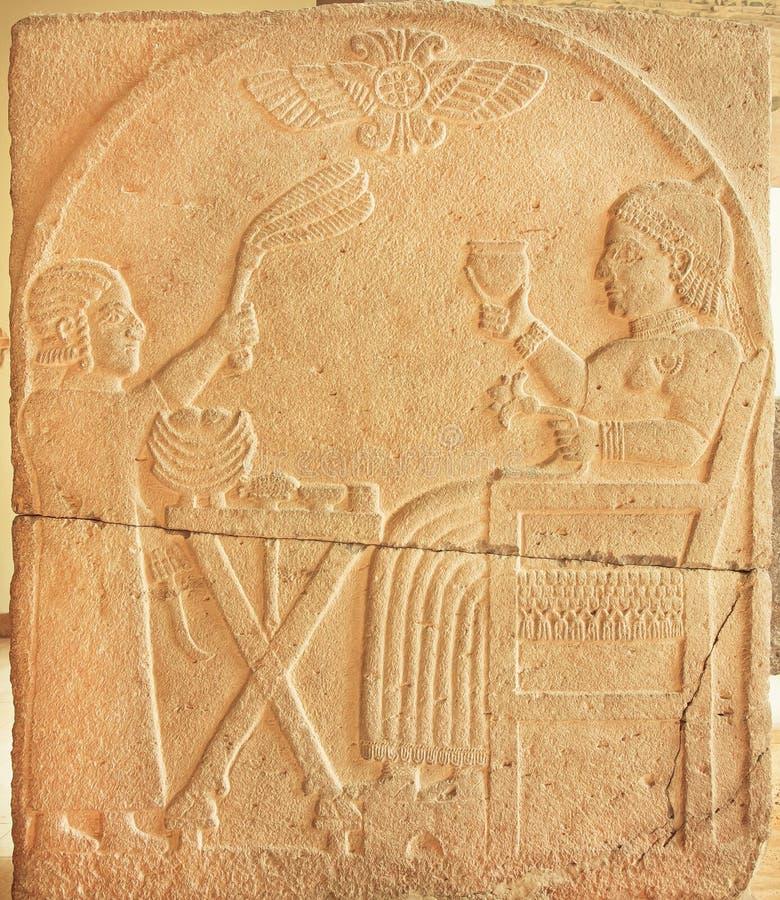 Kunglig person på lättnadspaneler från forntida Turkiet område, 730 F. KR. arkivfoto