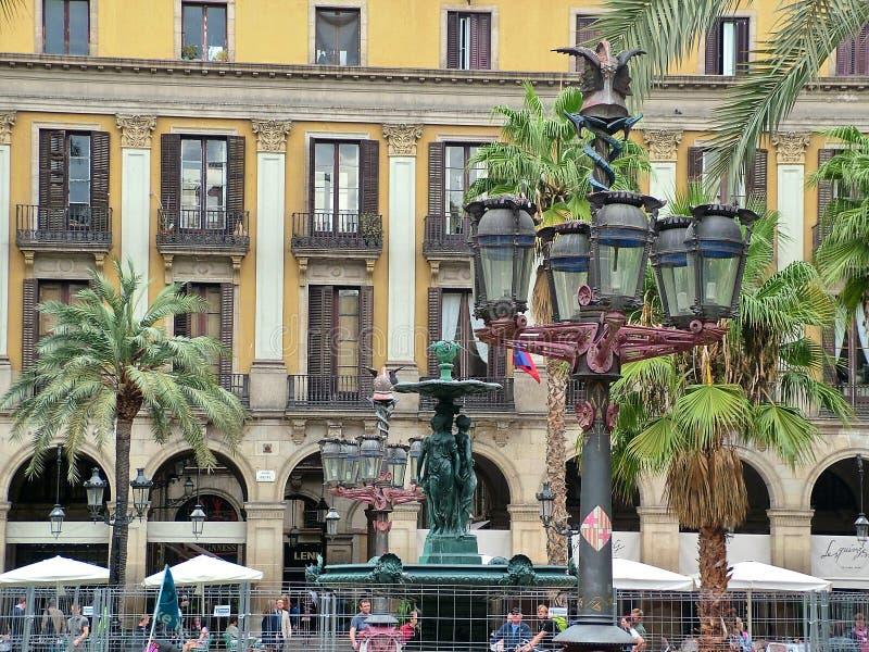 Kunglig personfyrkant (den verkliga plazaen) i Barcelona arkivbilder