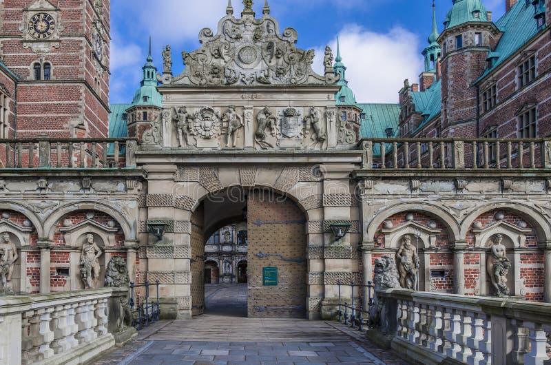 Kunglig port på den Frederiksborg slotten, Danmark arkivfoto