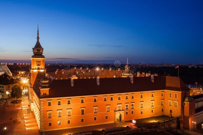 Kunglig slott för Warszawa på natten i Polen royaltyfri foto