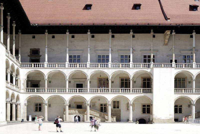 Kunglig slott på den Wawel kullen av Krakow i Polen arkivfoto