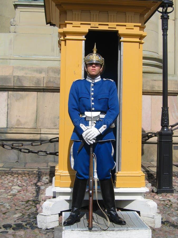 Kunglig vakt som skyddar Royal Palace i Stockholm, Sverige royaltyfria foton