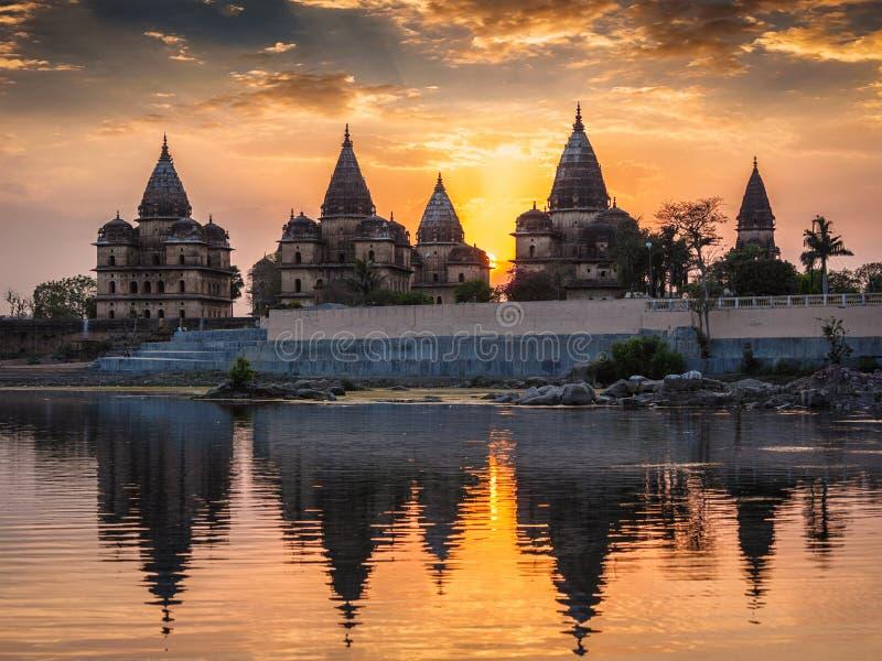 Kungliga cenotafier av Orchha, Madhya Pradesh, Indien arkivbilder