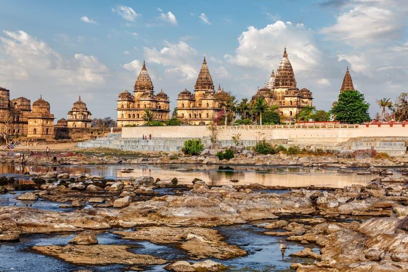 Kungliga cenotafier av Orchha, Madhya Pradesh, Indien royaltyfri bild