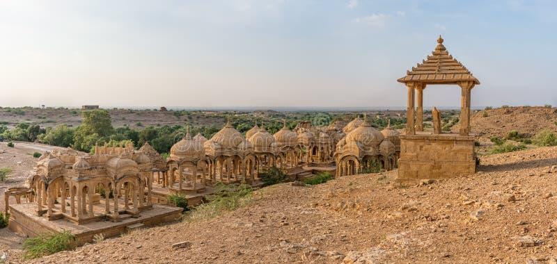 Kungliga cenotafier i Bada Bagh i Jaisalmer, Rajasthan, Indien arkivfoton
