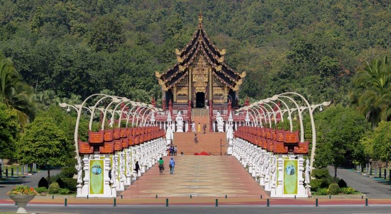 Kungliga Ratchaphruek parkerar (Ho Kham Luang) fotografering för bildbyråer