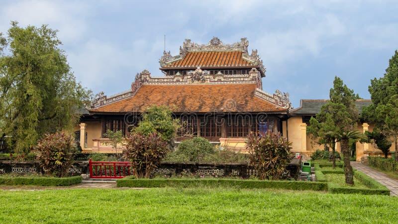 Kungligt arkiv eller kejsares läs- rum thailändska Binh Lau i den förbjudna purpurfärgade staden, Hue Citadel/imperialistisk stad arkivfoton