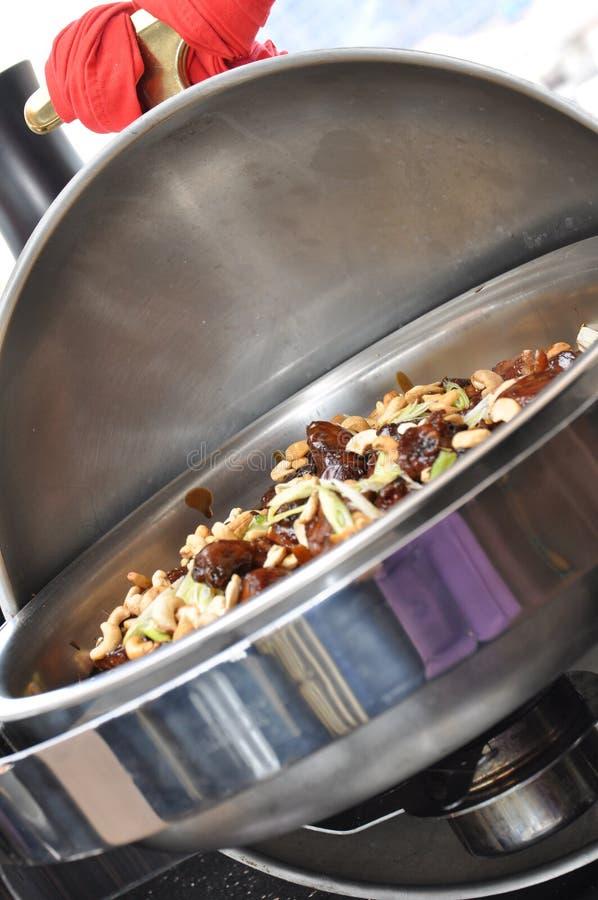 Kungpau dulce del pollo frito con el cacahuete imagen de archivo libre de regalías