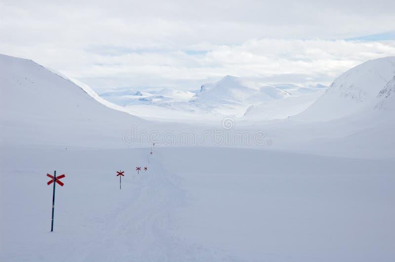kungsleden krzyża kraju wędrówki narciarskiego toru zdjęcia royalty free