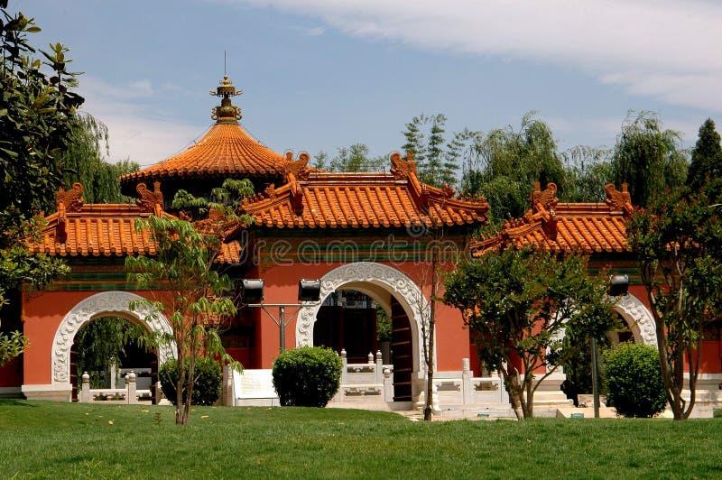 Kunming, Κίνα: Πύλη κήπων του Πεκίνου στο πάρκο horti-EXPO στοκ φωτογραφία