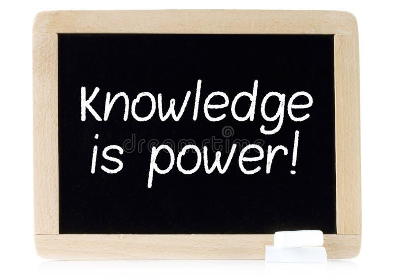 Kunskap är makt på kritabräde royaltyfri foto