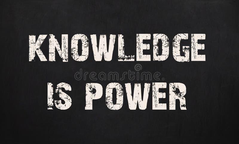 Kunskap är makt som är skriftlig på en svart tavla arkivbilder