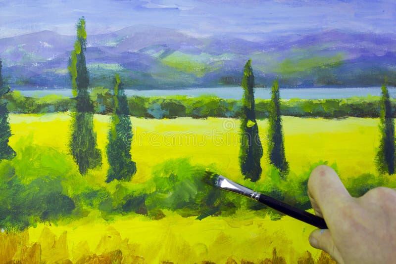Kunst creatief proces De kunstenaar creeert het schilderen op canvas royalty-vrije stock fotografie