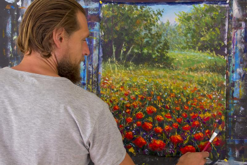 Kunst creatief proces De kunstenaar creeert het schilderen op canvas stock foto's