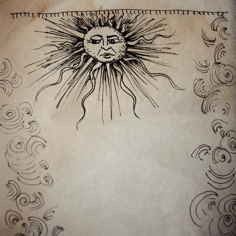 Kunst in de middeleeuwse stijl, met oude perkamenttextuur Kader van krullen en de zon met een menselijk gezicht stock afbeelding
