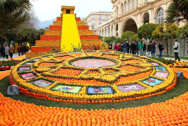 Kunst die van citroenen en sinaasappelen in Menton wordt gemaakt stock foto