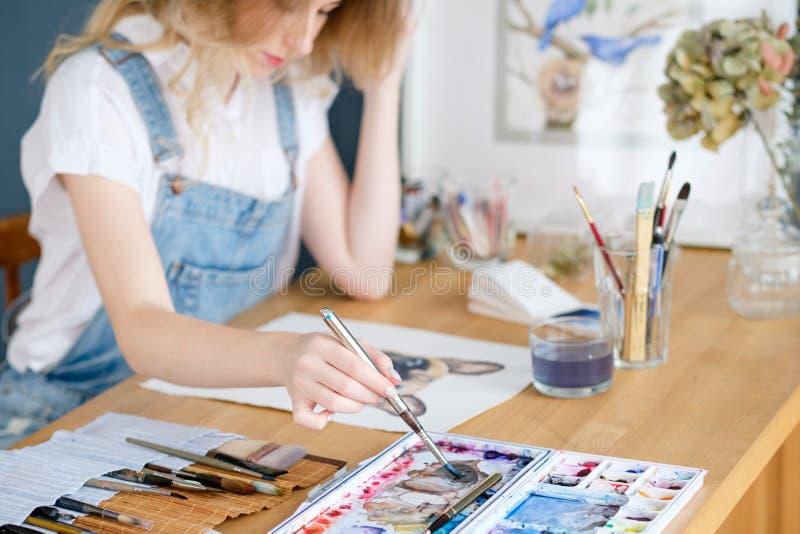 Kunst het schilderen het beeld van de het meisjestekening van de hobbyvrije tijd royalty-vrije stock fotografie