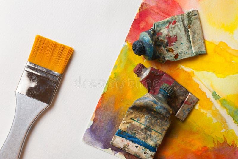 Kunst liefert Farben und Bürste für das Malen stockbilder