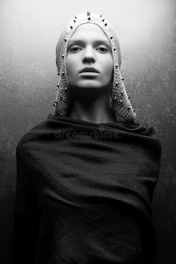 Kunst-Modeporträt des bezaubernden KöniginKriegers stockbild