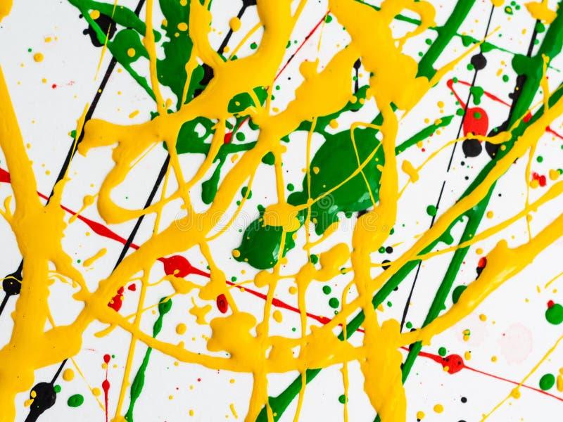 Kunst spritzte verschüttete rote schwarze Farbe des Gelbgrüns expressionismus lizenzfreies stockfoto