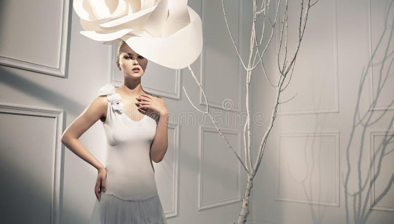 Kunstartbild einer eleganten Dame lizenzfreie stockfotografie