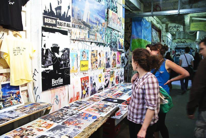 Kunstausstellung in Kunsthaus Tacheles stockbilder