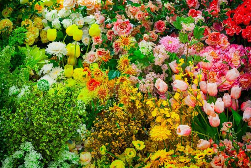 Kunstbloemen in een Winkel stock foto's