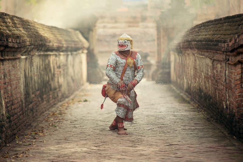 Kunstcultuur Thailand die in gemaskeerde khon Totsakan en Hanuman in literatuurramayana dansen stock afbeeldingen