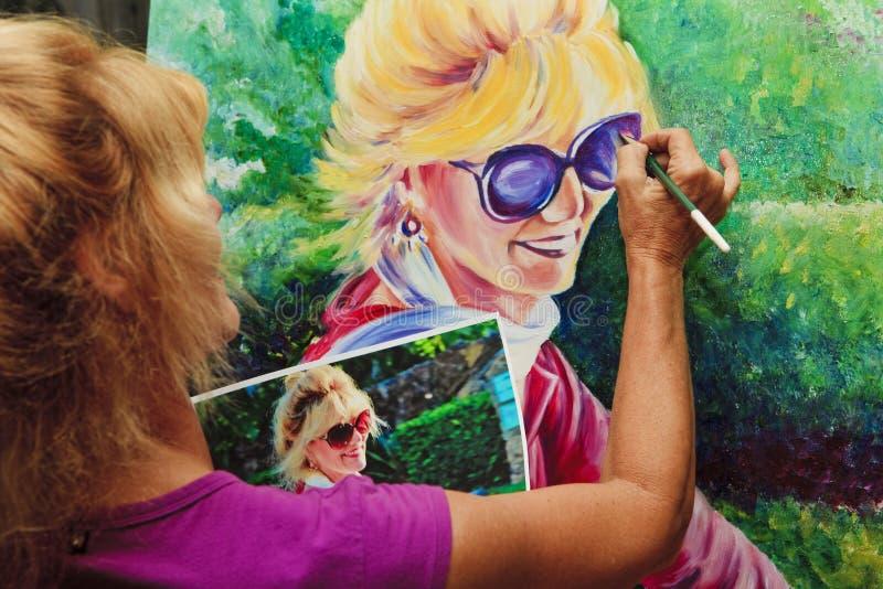 Kunstenaar die een zelfportret schildert stock foto