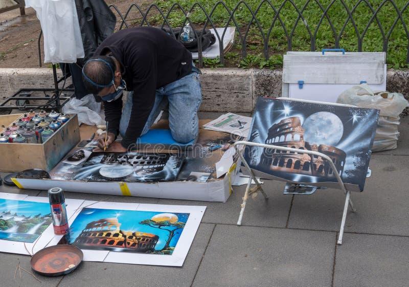 Kunstenaar die schilderijen van Coliseum in Rome creëren stock afbeelding