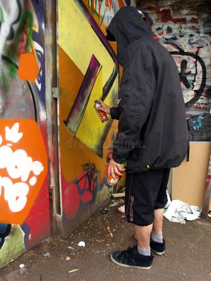 Kunstenaar Graffiti met een kap stock fotografie