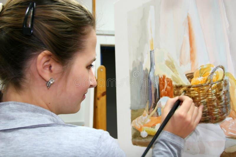 Kunstenaar in studio stock afbeeldingen