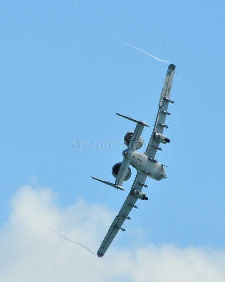 Kunstfliegen zeigen durch A-10 Thunderbolt II an stockfotografie