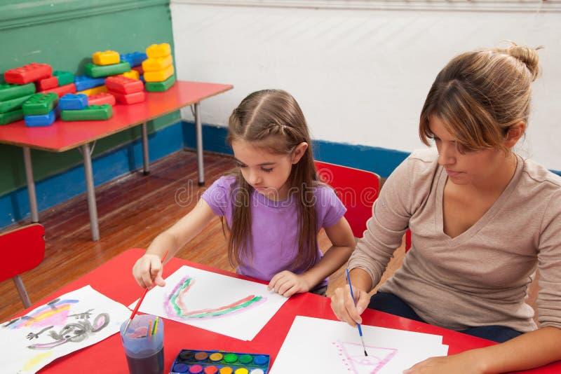Kunstklasse in kleuterschool royalty-vrije stock foto