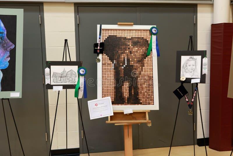 Kunstmarkt in lokale districtsschool stock afbeelding
