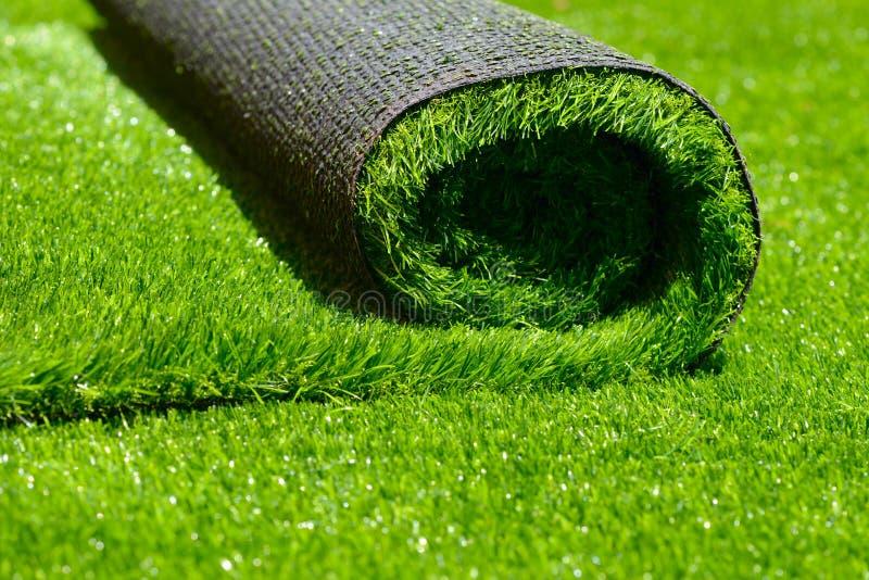 Kunstmatig gerold groen gras stock foto