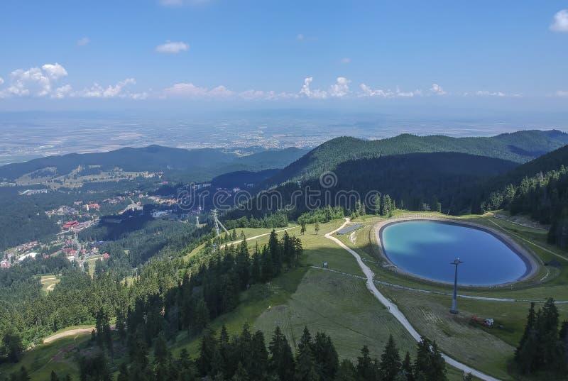 Kunstmatig meer omhoog in de Karpatische Bergen, Roemenië royalty-vrije stock foto's