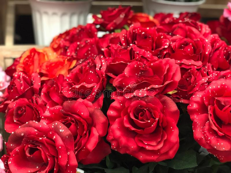 Kunstmatig plastic bloemboeket royalty-vrije stock fotografie